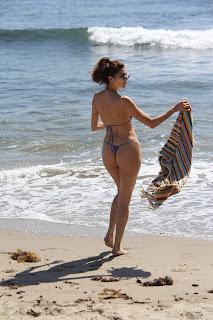 Blanca-Blanco-ignores-that-its-Fall-as-she-soaks-up-the-sun-at-the-Malibu-beach.-v7fbbpg1dn.jpg