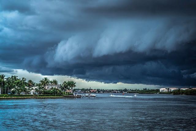 Τυφώνας Michael: 2,1 εκατομμύρια κάτοικοι στη Φλόριντα έλαβαν εντολές υποχρεωτικής εκκένωσης (βίντεο)