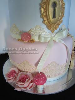 bolo decorado renda pasta açucar