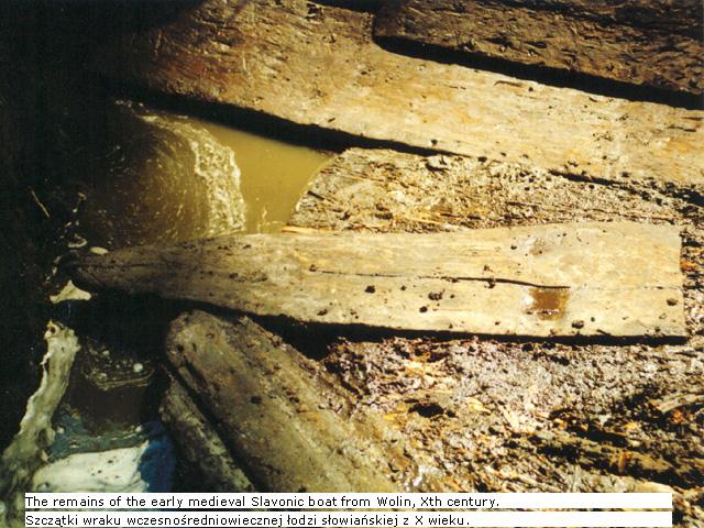 Fragmenty łodzi wczesnośredniowiecznej z Wolina, zdjęcia Virom archaeological & historical heritaga