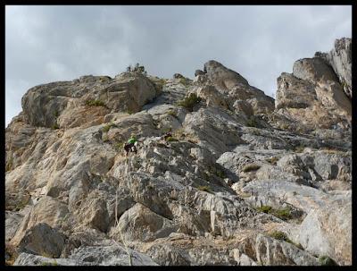 Escalando el tercer largo de la vía Valle de Tena, Foratata Oriental
