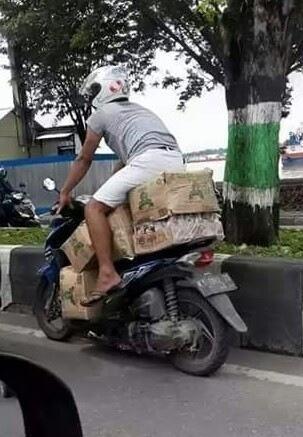 Kumpulan Foto Kocak!! Cuma di Indonesia Kamu Bisa Menemukan 10 Pengendara Motor Kaya Gini