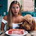 Como os mais de 200 mil fãs desta influencer vegana estão reagindo depois que ela passou a adotar uma dieta com  100% de carne