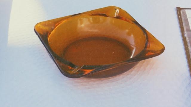 Cenicero de cristal marrón fabricado por Duralex de los años 70