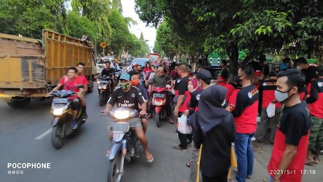 PPDI Kecamatan Jatirogo Bagikan 500 Paket Takjil