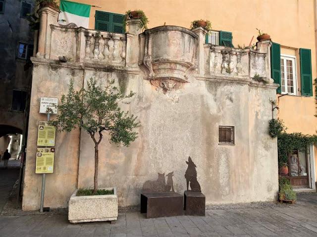 balcone curvilineo di Casa Gozo a Finalborgo