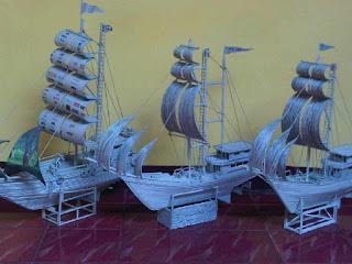 kerajinan tangan replika kapal yang terbuat dari koran bekas