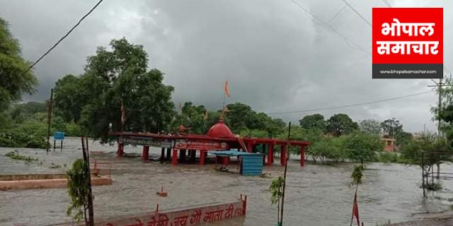 UJJAIN: नालों का पानी शिप्रा नदी में मिल रहा है, सड़कें उखड़ गईं, त्राहि त्राहि