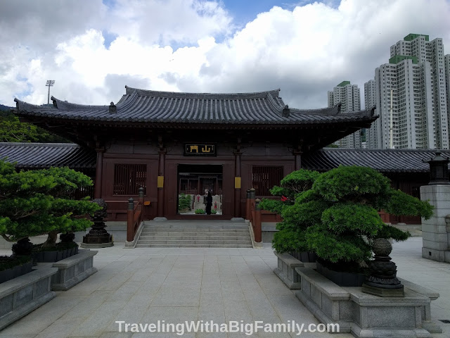 Going to see traditional architecture at a Buddhist monastery in Hong Kong with a big family