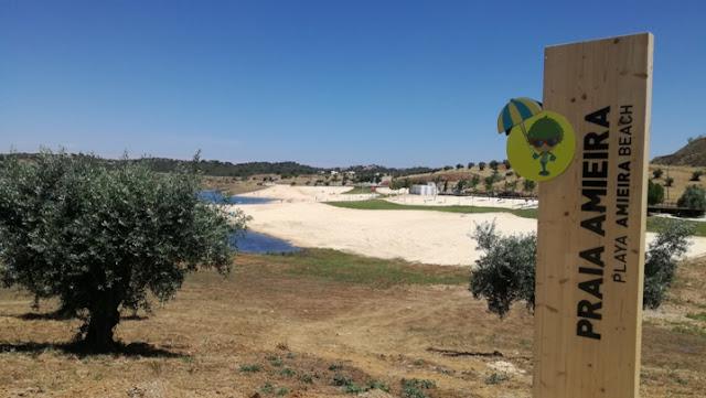 Painel da entrada da Praia da Amieira