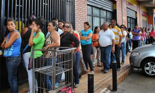 Venezolanos realizan compras nerviosas ante inminente reconversión monetaria (Imágenes)
