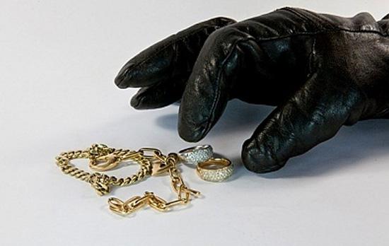 Αργολίδα: Προσποιούμενοι τους τεχνικούς της ΔΕΗ έκλεψαν από ηλικιωμένη 1.200 ευρώ και χρυσαφικά
