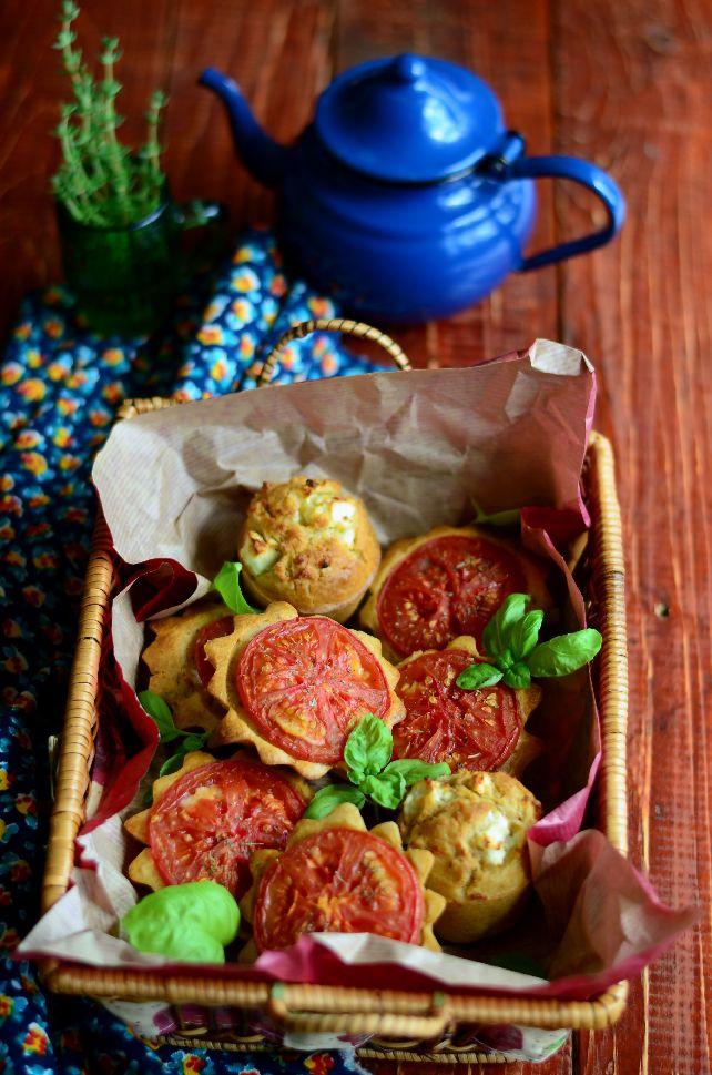 Солени мъфини с домати и сирене