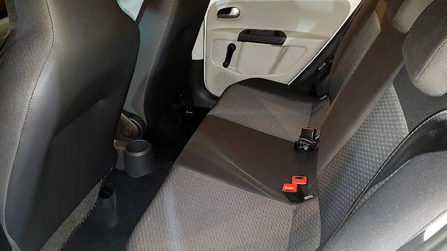 Novo VW Up! 2018 Automático - espaço traseiro