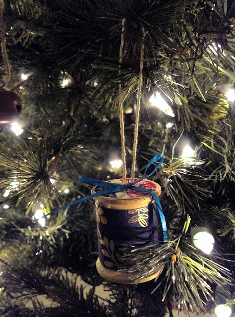 DIY Spool ornaments by linaandvi.blogspot.com
