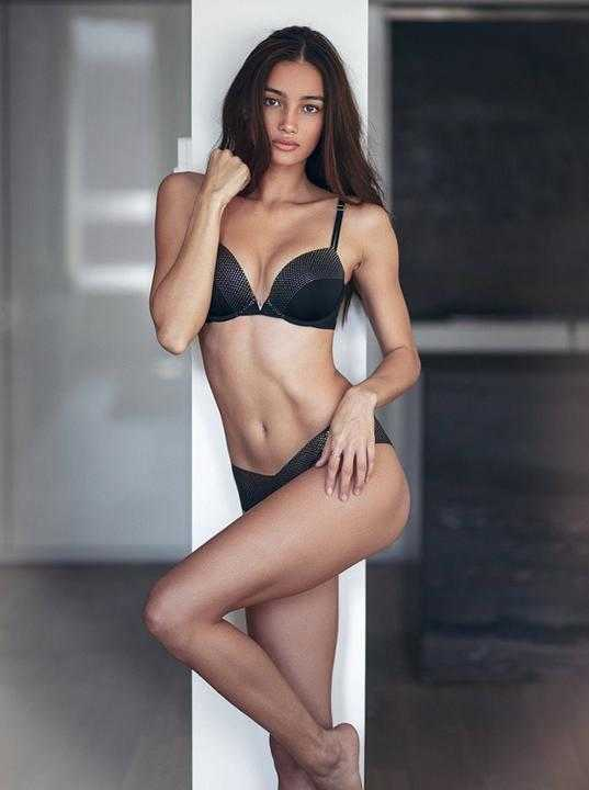 Vẻ đẹp đầy gợi cảm của chân dài Philippines trình diễn cho Victorias Secret