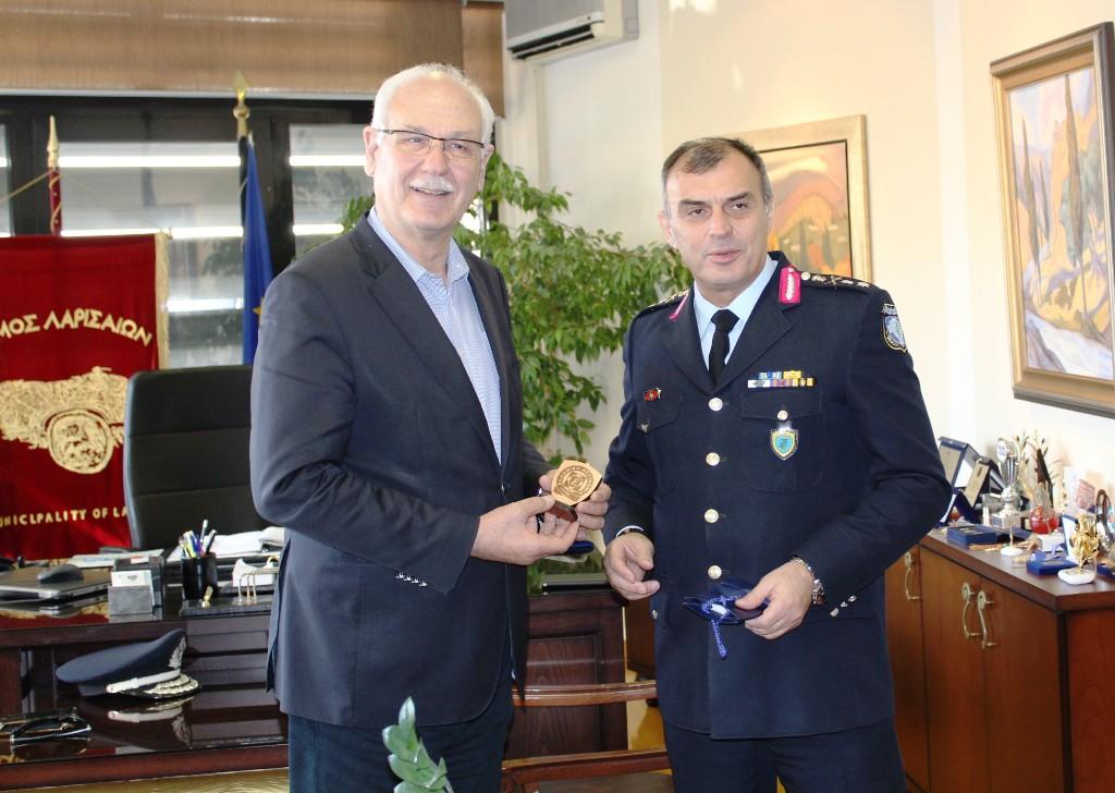 Επίσκεψη νέου Περιφερειακού Αστυνομικού Διευθυντή Θεσσαλίας και νέου Αστυνομικού Διευθυντή Λάρισας στο Δημαρχείο Λάρισας