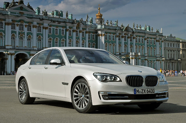 The new BMW 7 Series front side