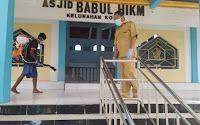 Petugas PKM Kolo Aksi Penyemprotan Mandiri di Masjid Babul Hikmah, H. Azhari: Tim Akan Turun di 53 Titik
