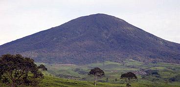 Gunung Dempo yaitu Gunung tertinggi di Sumatera Selatan dengan ketinggian Gunung Dempo Pagar Alam Sumatera Selatan