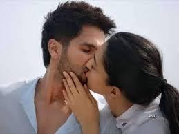 kiara advani kissing scene