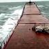Turcia: un val imens rupe nava in doua! Video!