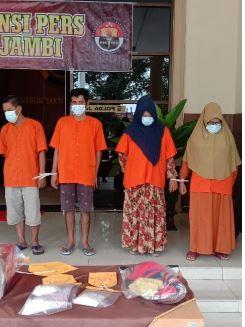 2 ibu-ibu ditangkap polda jambi kedapatan membawa sabu-sabu