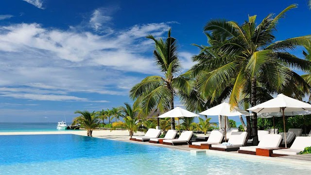 Cheap Air and Hotel Packages Info: A Look at Vacation Deals and What They Offer.