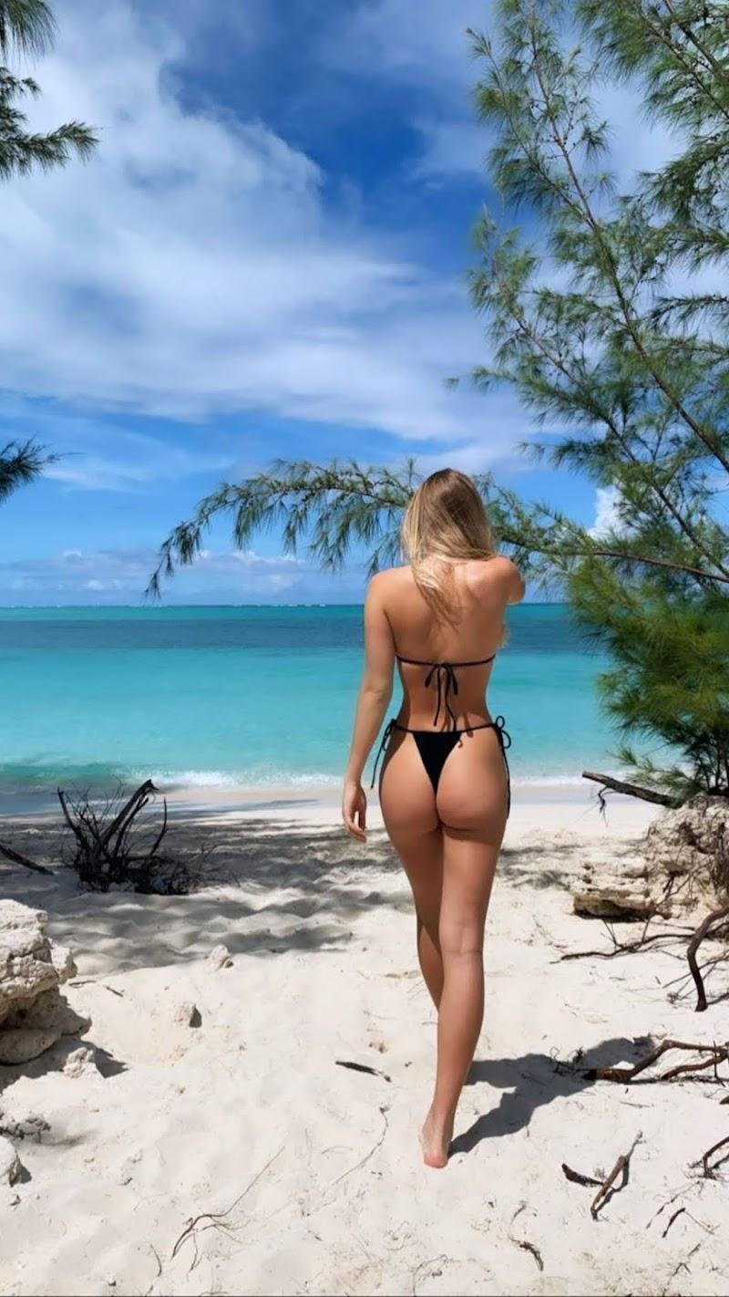 Faith Anne Schroder in Bikini – Instagram Photos 12 Oct -2020