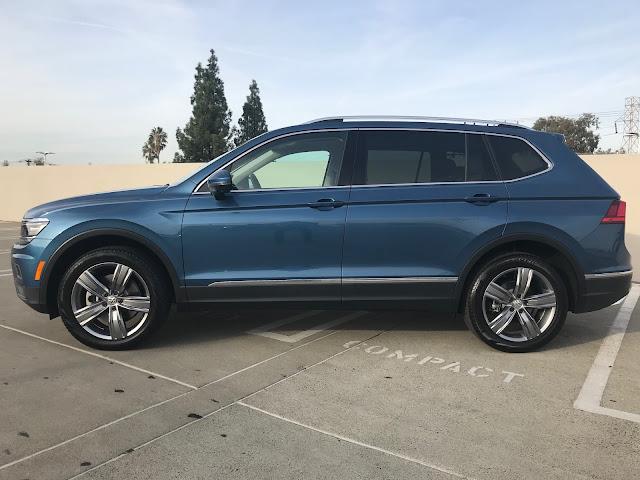 Side view of 2019 Volkswagen Tiguan 2.0T SEL Premium w/4MOTION