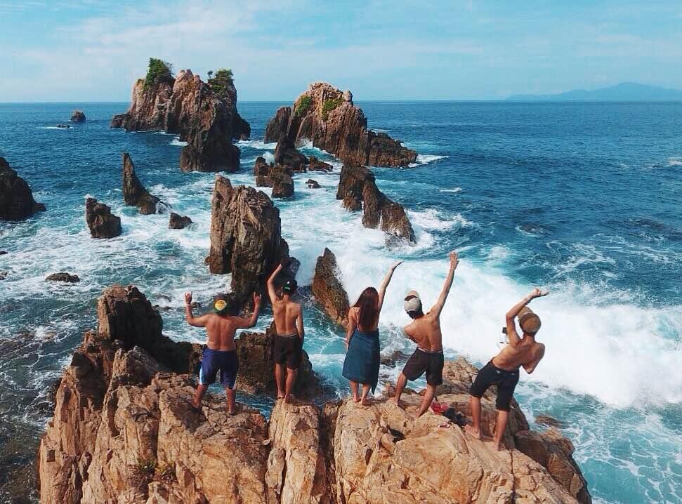 Cantiknya Gugusan Batu Pantai Gigi Hiu Lampung