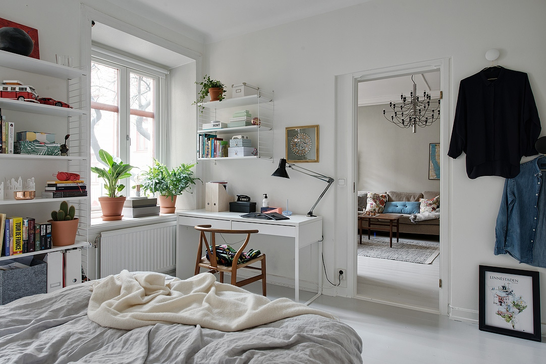 sypialnia w stylu skandynawskim, biała sypialnia, jasna sypialnia