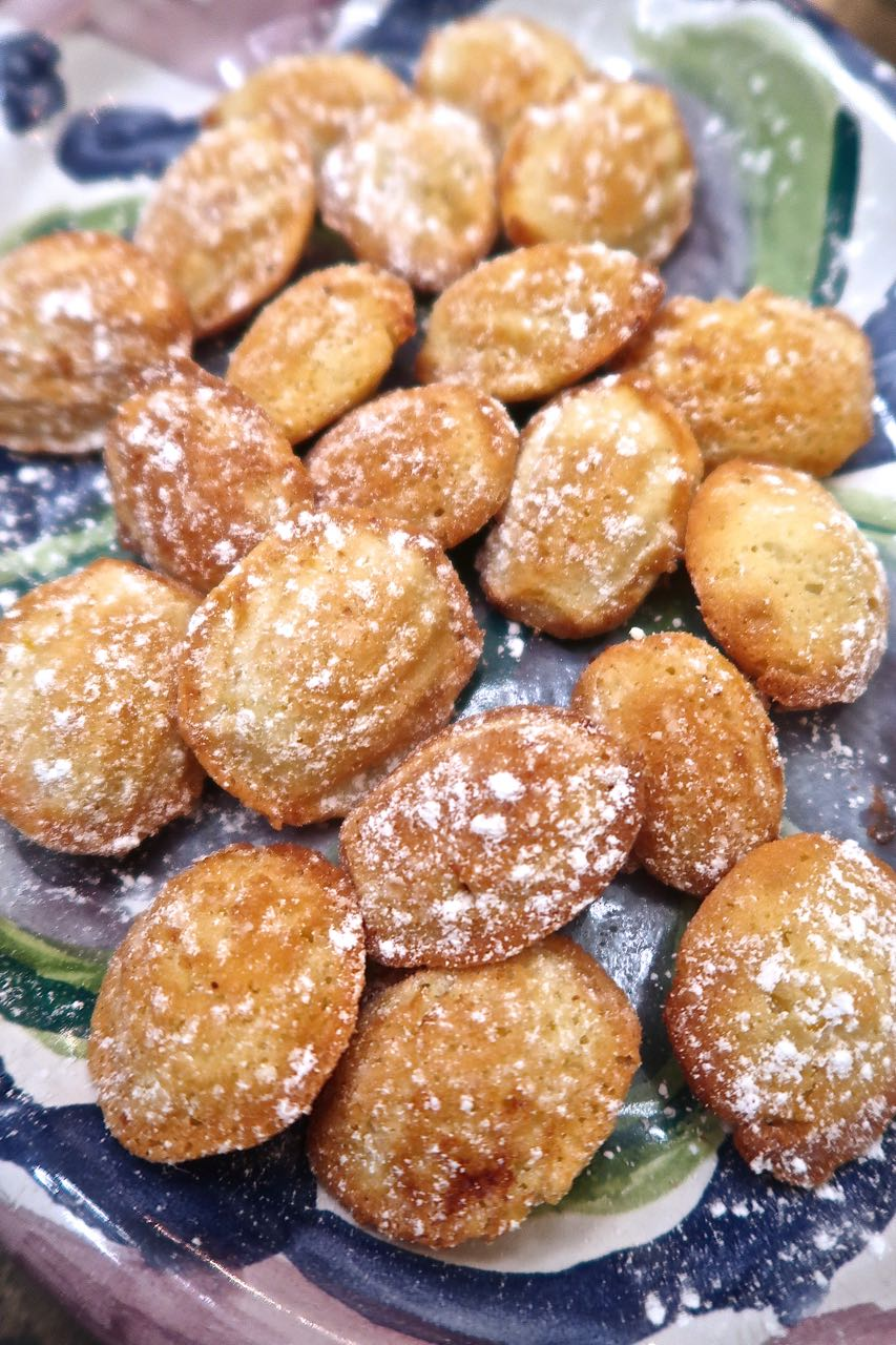 Scrumpdillyicious: Classic French Lemon Madeleines