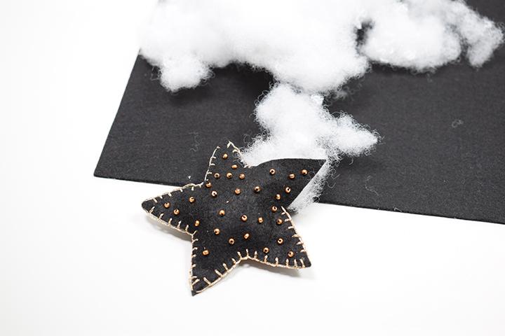 étape 4 diy étoiles de Noël en feutrine pour le sapin