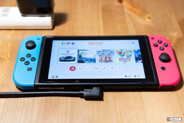 【開箱】Switch 主機底座再次進化,電玩酒吧 GAME'NIR DOCK CHARGER 3 - 建議 USB-C 線的 L 型接頭裝在 Switch 主機端