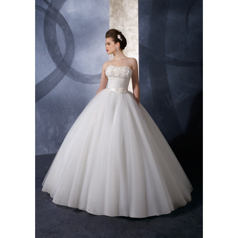 Pictures Of Gowns For Wedding: Ballroom Lighting Pic: Ballroom Bridal Gowns