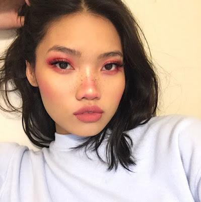Maquillaje bonito con tonos rosa