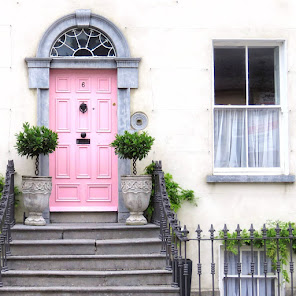 Things to do near Athlone: Pink door in Tullamore
