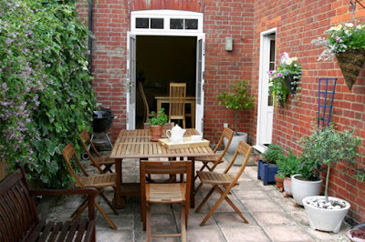DIY Small patio decorating idea