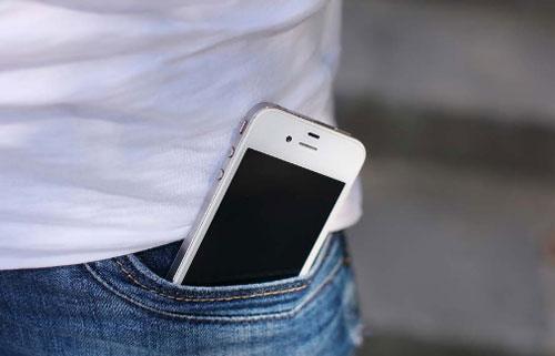 Anda bisa menyimpan HP di saku celana.  Gambar dari INTERNET