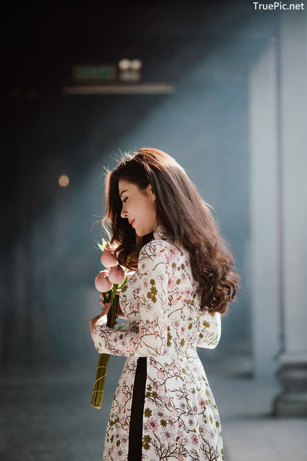 Image-Vietnamese-Beautiful-Girl-Ao-Dai-Vietnam-Traditional-Dress-by-VIN-Photo-3-TruePic.net- Picture-3