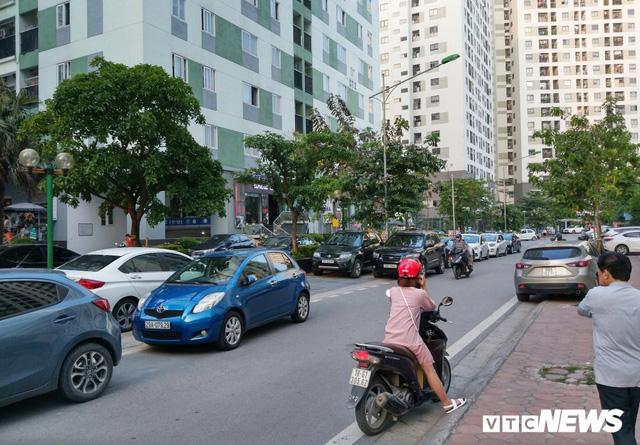Giải tỏa bãi đỗ xe ở Linh Đàm và Kim Văn Kim Lũ - Ảnh 13