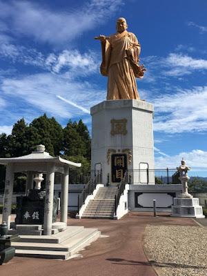 日蓮聖人佐渡銅像
