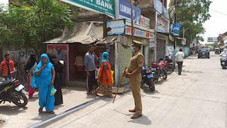 आमजन से सोशल_डिस्टेंसिंग व मास्क/सेनिटाईजर का प्रयोग करने की अपील -पुलिस अधीक्षक जालौन Appeal to the public to use social_distancing and mask/sanitizer - Police Superintendent Jalaun    संवाददाता, Journalist Anil Prabhakar.                 www.upviral24.in