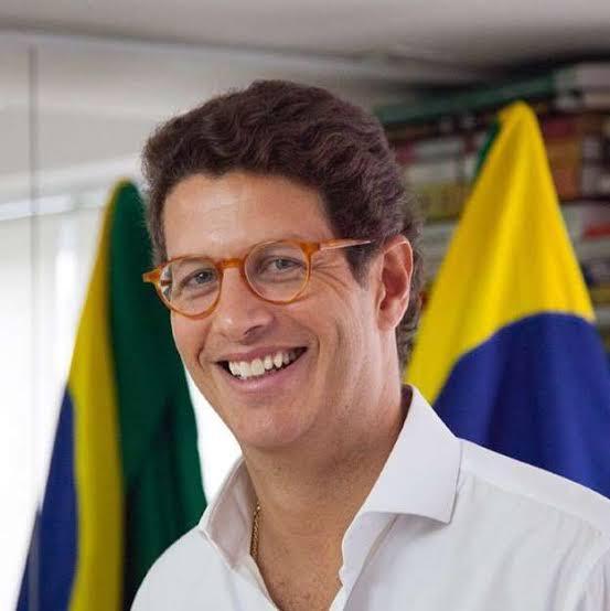 MINISTRO RICARDO SALLES É INTERNADO NA UTI