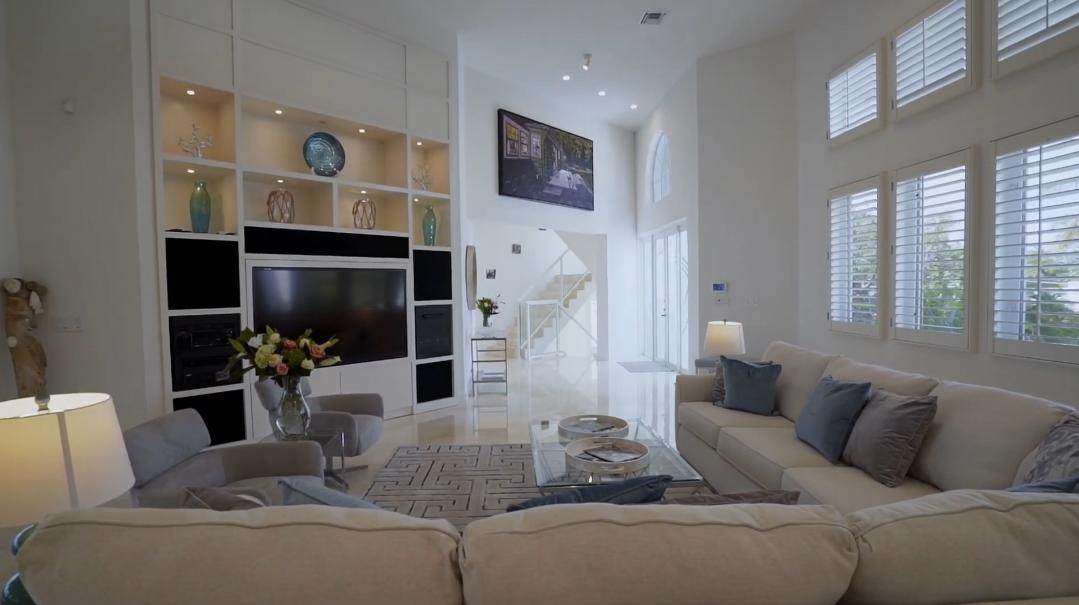 40 Interior Design Photos vs. Hillsboro Beach Beach House Tour