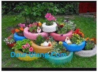 Kreasi Vas Bunga Dari Ban Bekas Untuk Menghias Taman