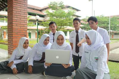 SMA Dwi Warna Sebagai Islamic Boarding School Terbaik