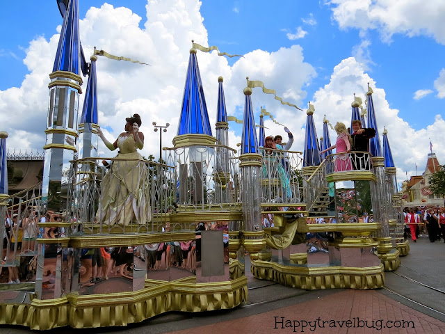 The princess float in the Disney World parade