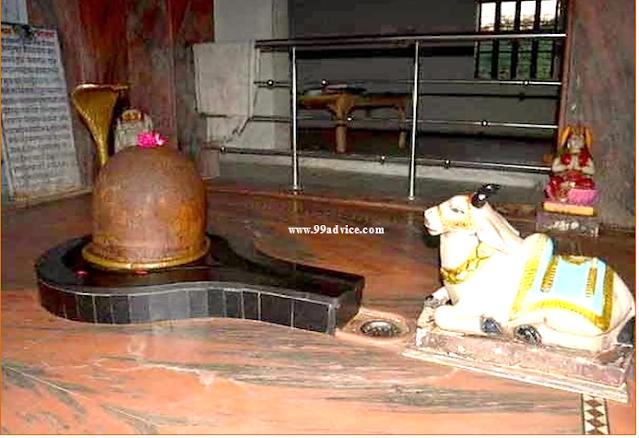 Achaleshwar Mahadev: दुनिया का एक अनोखा चमत्कारी शिव मंदिर, जहां दिन में तीन बार रंग बदलता है शिवलिंग, लगा रहता है भक्तों का मेला